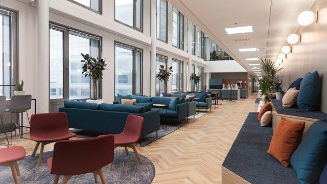 Visma Solutionsin Pasilan Triplassa sijaitsevan uuden toimiston yhteisiä tiloja.